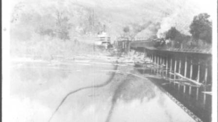 Kootenay Landing, Paddlewheeler & Train