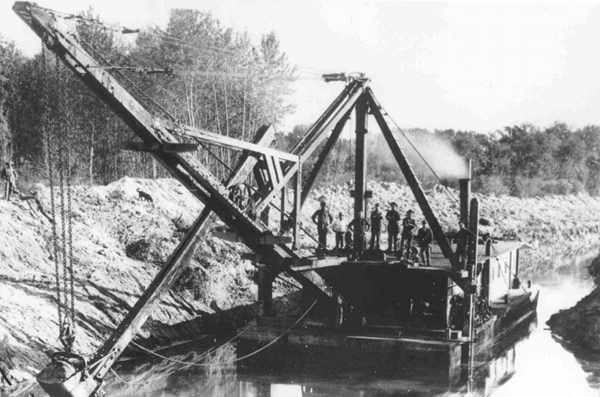 Dredging_the_Creston_Flats_1893