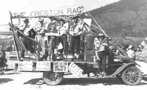 Old_Time_Creston_Blossom_Parade_Float