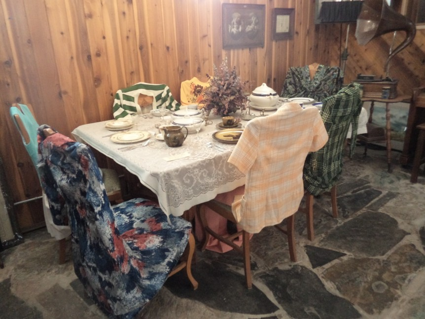 Vintage Clothing  - Retro Girls at the Creston Museum