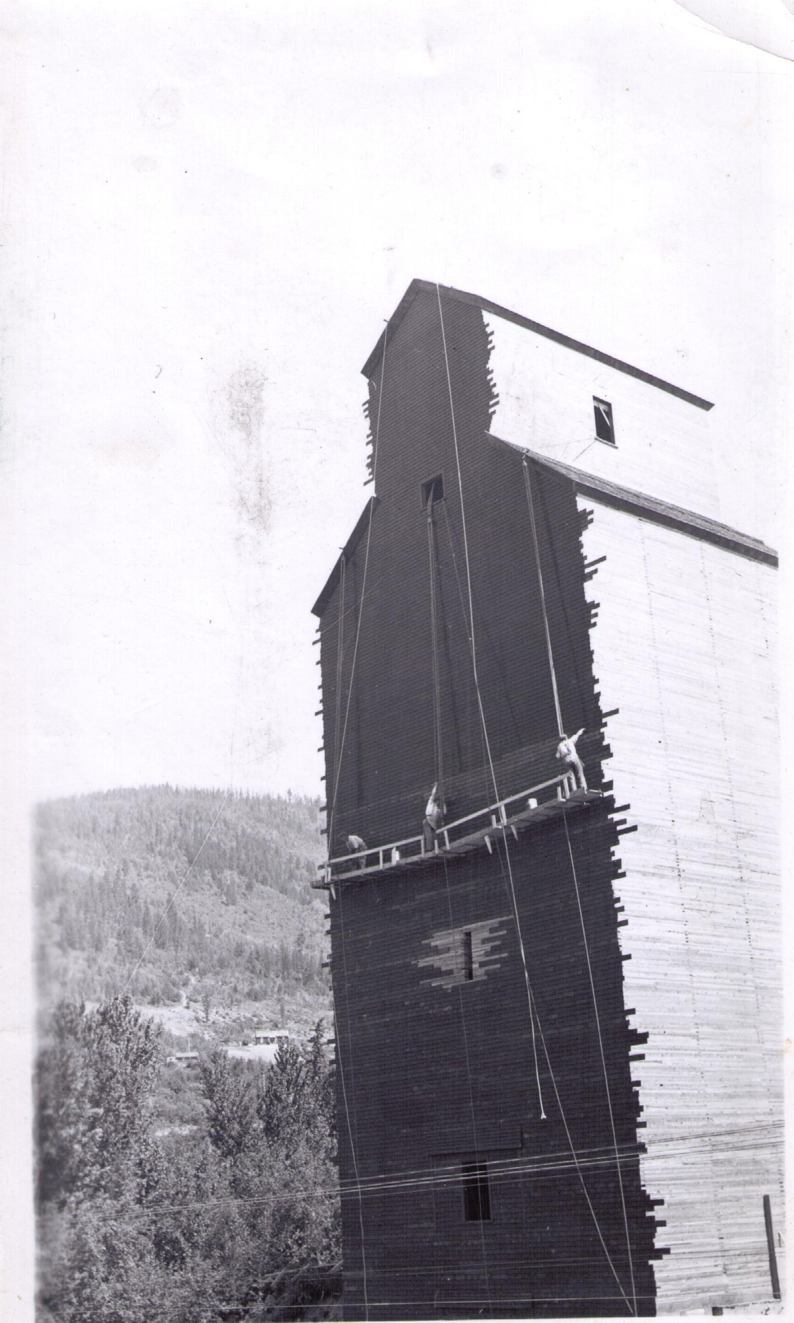 Wynndel grain elevator, 1935, near Creston BC